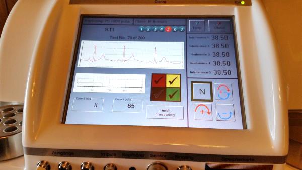 心電図自動測定中